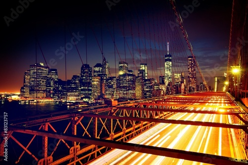 Deurstickers New York TAXI Brooklyn Bridge, Downtown Manhattan, New York. Night scene. Light trails. City lights. Urban living and transportation concept