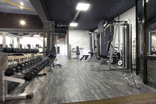 Photo Modern gym interior with various equipment