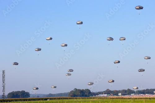 Photo  Paratroopers