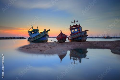 Photo Stands Shipwreck Twilight Hulk