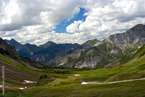 Spoed Foto op Canvas Grijze traf. Mountain valley