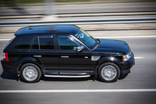 Black Range Rover  Quickly Goes On The Road