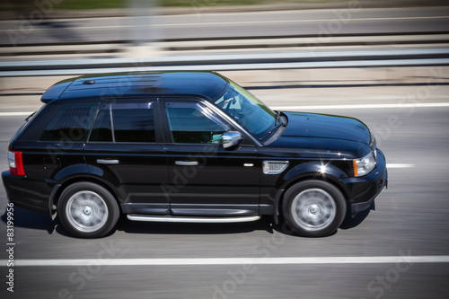 black Range Rover  quickly goes on the road фототапет