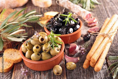 Obraz na płótnie olive,salami and stickbread
