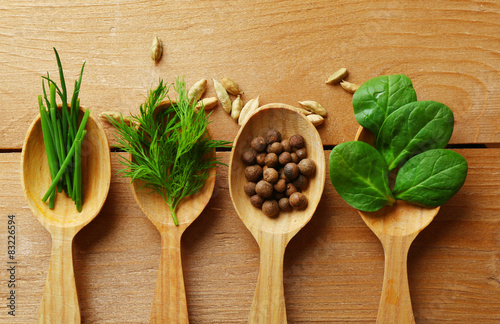 Papiers peints Herbe, epice 2 Wooden spoons with fresh herbs and spices on wooden background