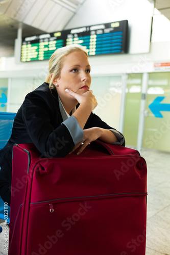 Fotografie, Obraz  Geschäftsfrau wartet am Flughafen