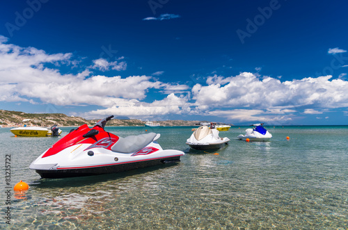 La pose en embrasure Nautique motorise Colorful Jetski on the beach of holiday season