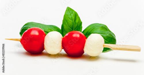 Recess Fitting Appetizer Tomate-Mozzarella-Spieß mit Basilikum