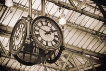 Iconic Old Clock Waterloo Stat...