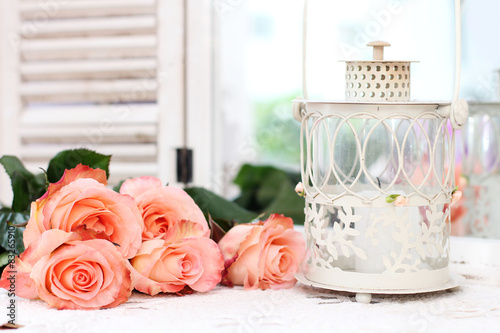 Foto-Tapete - Beautiful bouquet of peach roses in shabby style on a mirror bac (von Alina G)