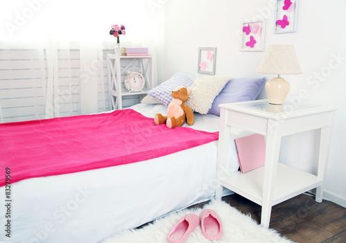 Beautiful pink girls bedroom – kaufen Sie dieses Foto und ...