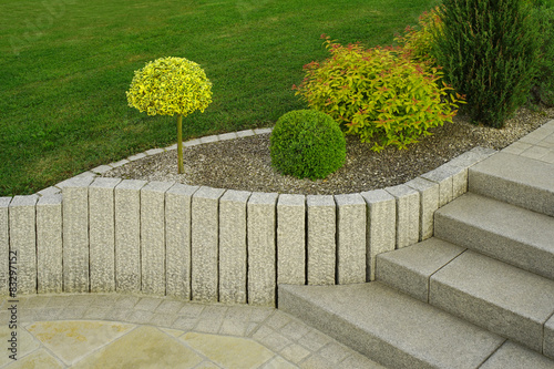 Fantastisch Moderner Vorgarten Als Steingarten Mit Treppe Aus Granit
