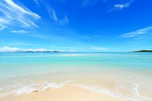 美しい沖縄のビーチと...