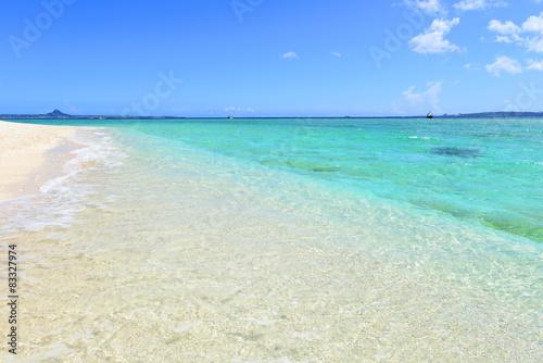 Staande foto Caraïben 美しい沖縄のビーチと夏空