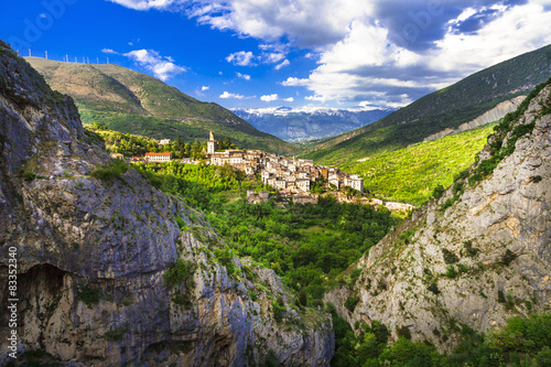 Obraz na płótnie picturesque landscapes of Abruzzo. View of village and mountains