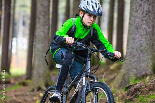 Foto auf Gartenposter Radsport Boy cycling