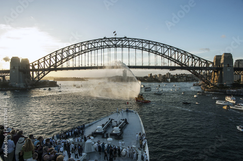 Staande foto Sydney Sydney harbor with bridge during 2007 Queen Elizabeth 2 visit.