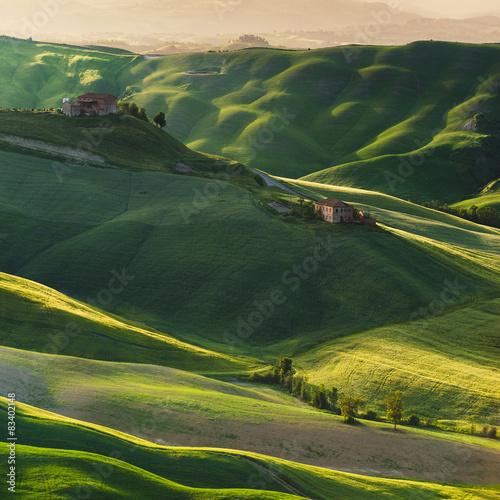 crete-senesi-miejsce-w-okolicach-sieny-i-asciano-wiosna-aur