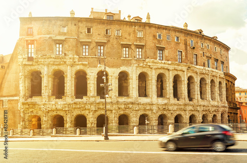 Photo  The ancient building in a street in central Rome