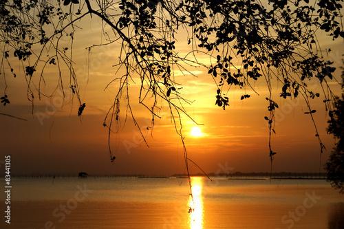 Foto op Aluminium Strand Sunset at Southern Lake Thailand.