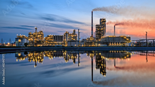 Valokuvatapetti Oil refinery at dusk. HDR - high dynamic range