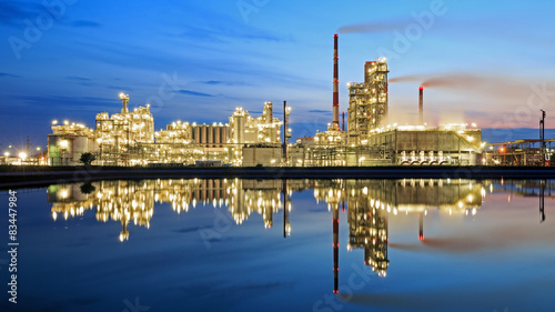 Oil refinery at dusk Canvas-taulu