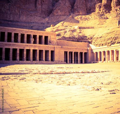 Foto op Aluminium Rudnes Ancient ruins of Hatshepsut temple in Luxor.