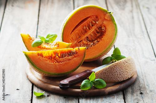 Carta da parati Sweet fresh melon on the wooden table