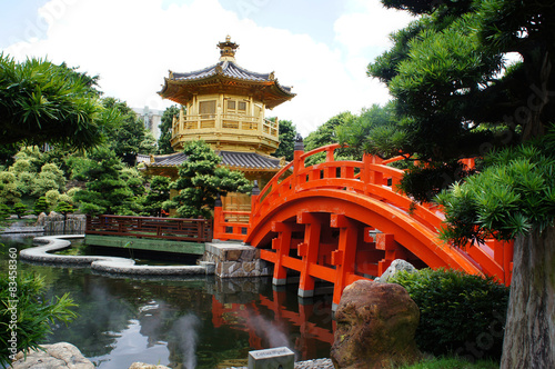 Foto op Plexiglas China Golden pavilion with red bridge in Chinese garden