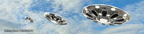 Plakat UFO latający spodek na niebie