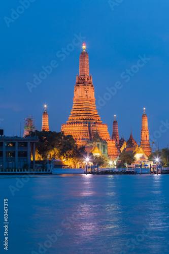 In de dag Bangkok Twilight at Arun temple