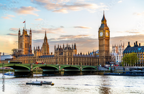 Photo sur Toile Londres The Palace of Westminster in London in the evening - England