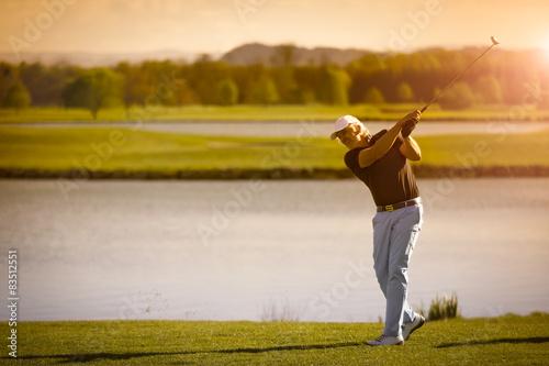 Deurstickers Golf Senior golf player with copyspace.