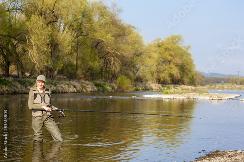 Poster Peche woman fishing in the river in spring