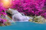 Wodospad w głębokim lesie w parku narodowym wodospadu Erawan, - 83578968