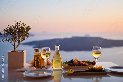 Fotografía  Romantic dinner for two at sunset.Greece, Santorin