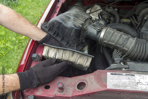 Fotografie, Obraz  Mechanic Replacing A Dirty Air Filter In A Truck