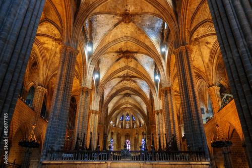 Fototapeta Interno di una cattedrale di stile gotico obraz