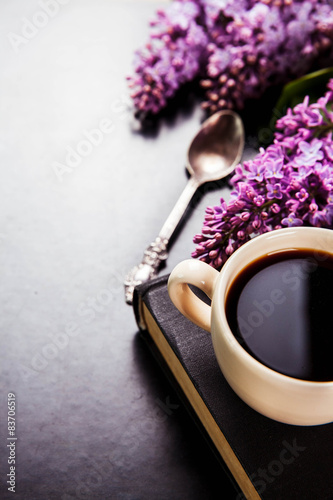 Photo  Black coffee in a cup, book