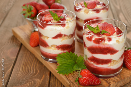 Foto op Plexiglas Dessert Dessert with strawberries