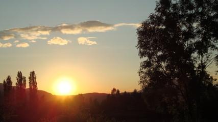 zachód słońca nad Francją w okolicach Grenoble