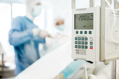 Fotomural  surgeon equipment on blurred background