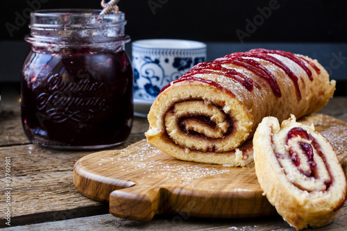 Biscuit roulade with cherry jam Tablou Canvas