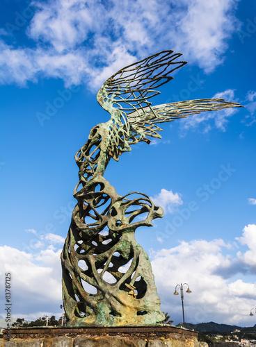 Fotografija  Nike  Carmelo Mendola statue, Giardini Naxos, Sicily, Italy