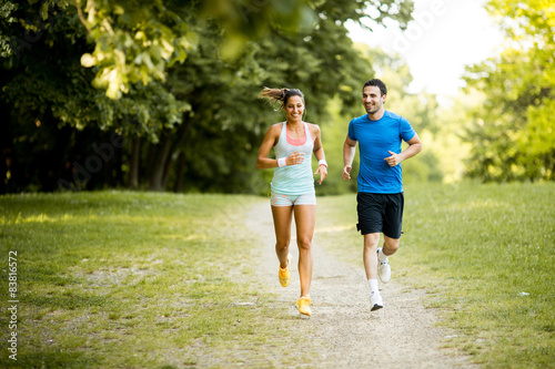 Stickers pour porte Jogging Young couple running
