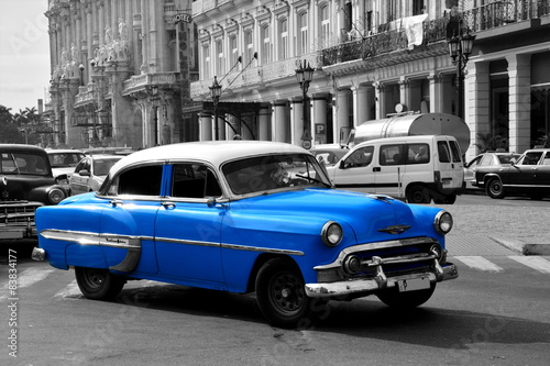 Spoed Foto op Canvas Foto van de dag Old blue american car in Havana, Cuba