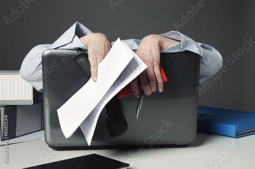 Valokuvatapetti femme épuisée au bureau