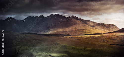 Foto op Aluminium Chocoladebruin Mountain range on the Isle of Skye, UK