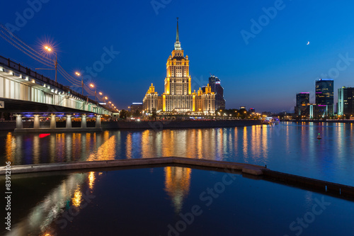 In de dag Bangkok Radisson Royal Hotel or Hotel Ukraina at dusk, Moscow, Russia.