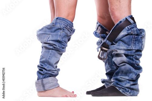 Fotografie, Obraz  Paar mit runter gezogenen Hosen auf weißen Hintergrund